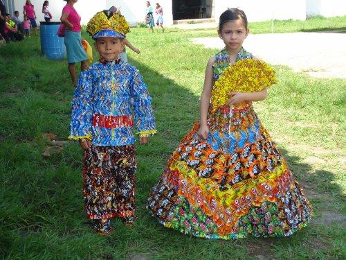 Vestidos Hechos con Materiales Reciclados - Un Blog Verde